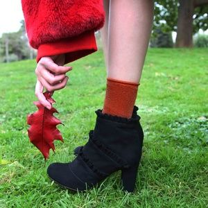 Chie Mihara Ankle boot with Ruffles details in Bla